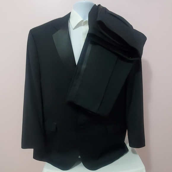 Calvin Klein Other - Calvin Klein Black Men's Tuxedo Suit